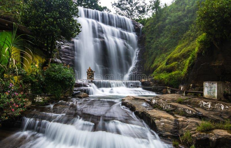 Dunsinane nedgångar, Sri Lanka fotografering för bildbyråer