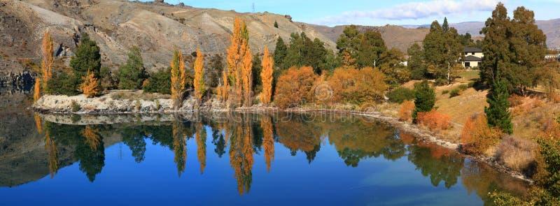 dunstan湖新的反映西兰 图库摄影