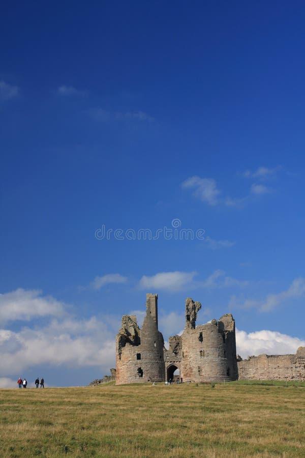 dunstanburgh замока стоковые изображения rf