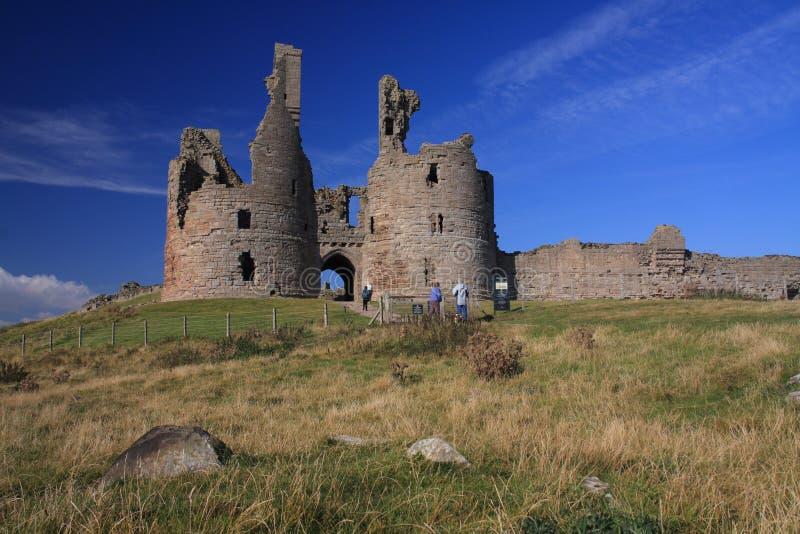 dunstanburgh замока стоковая фотография rf