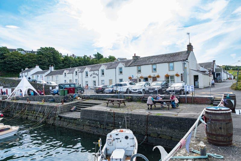 Dunure w Szkocja Outlander ekranizacji lokacji ma festiwal Denny dzwi otwarty to Popularny i Ruchliwie z wiele gościami fotografia royalty free