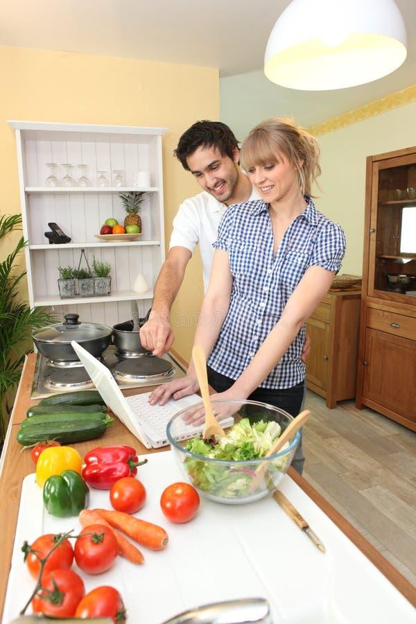 Duo dans la cuisine image libre de droits