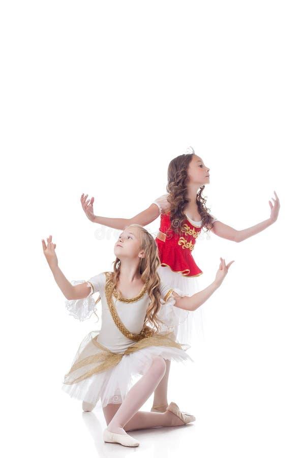 Duo de jeunes danseurs classiques artistiques image stock