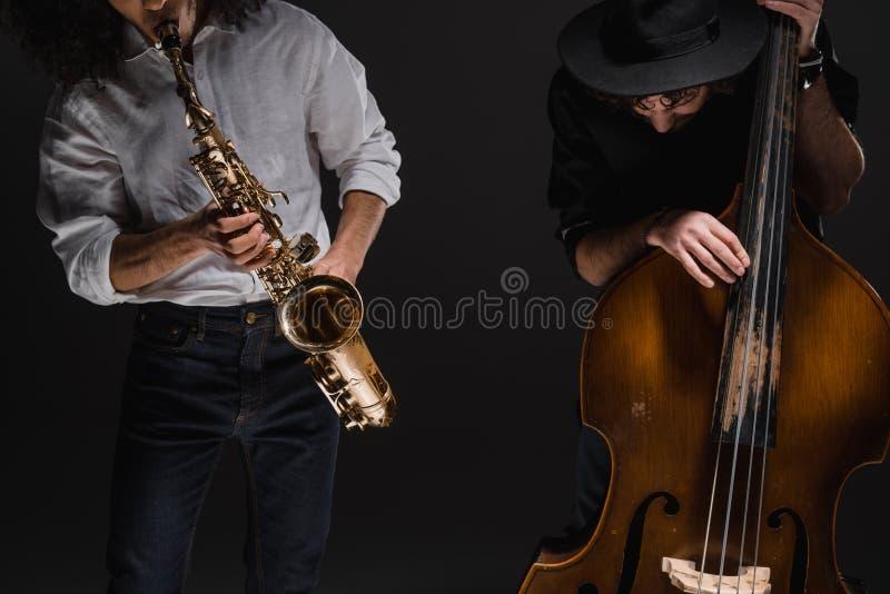 Duo von Jazzmen playign Cello und Saxophon lizenzfreie stockfotos