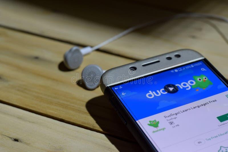 Duolingo: Aprenda el uso libre del revelador de la lengua en la pantalla de Smartphone fotografía de archivo libre de regalías