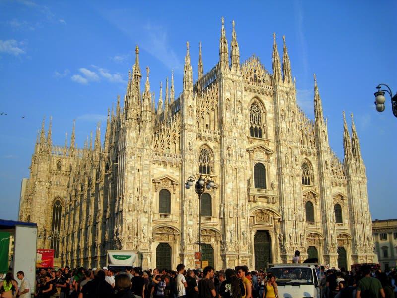 duomo Италия дня может квадрат парада милана стоковые изображения