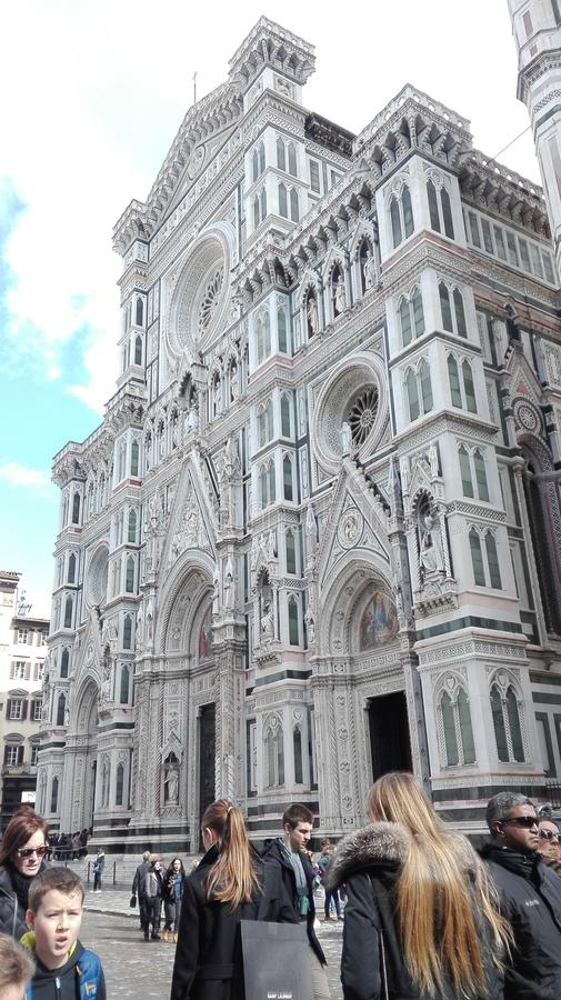 Duomo av florence fantastisk eftermiddagkonstruktion i marmor arkivbild