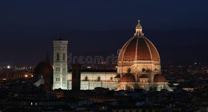 Duomo de l'IL la nuit image stock