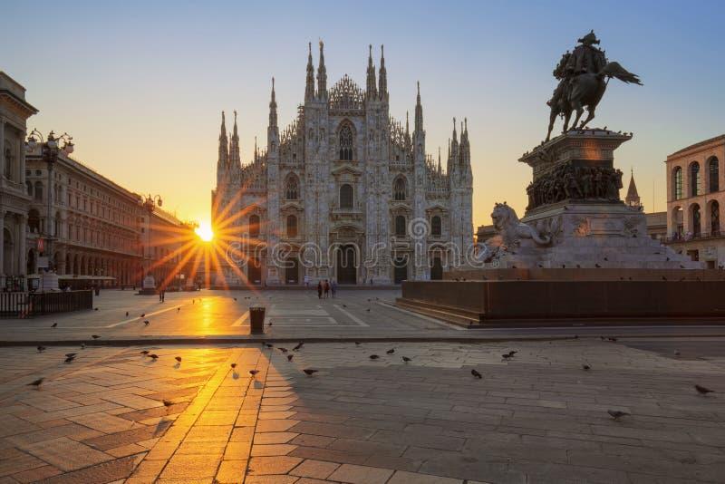 Duomo famoso ad alba immagine stock libera da diritti