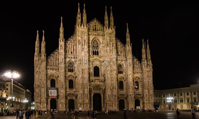 Duomo på den exponerade natten royaltyfri foto