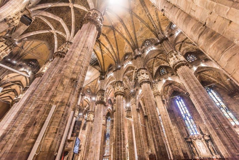 Duomo von Mailand, Italien, innerhalb der Architektur lizenzfreie stockbilder
