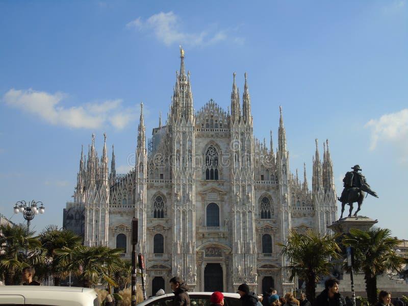 Duomodi Milano i vinterdagar fotografering för bildbyråer