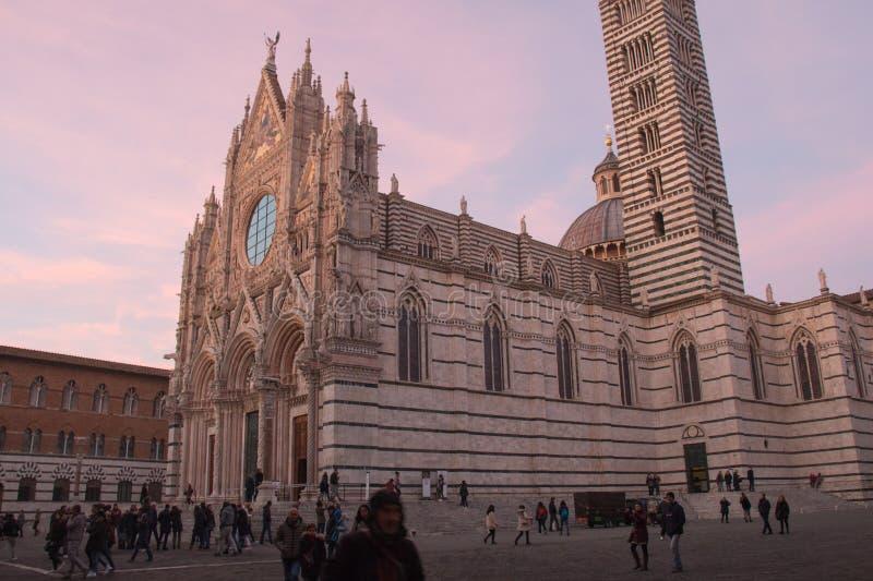 Duomodi Siena oder Stadtkathedrale von Santa Maria Assunta am Sonnenunterganglicht toskana Italien lizenzfreie stockfotografie
