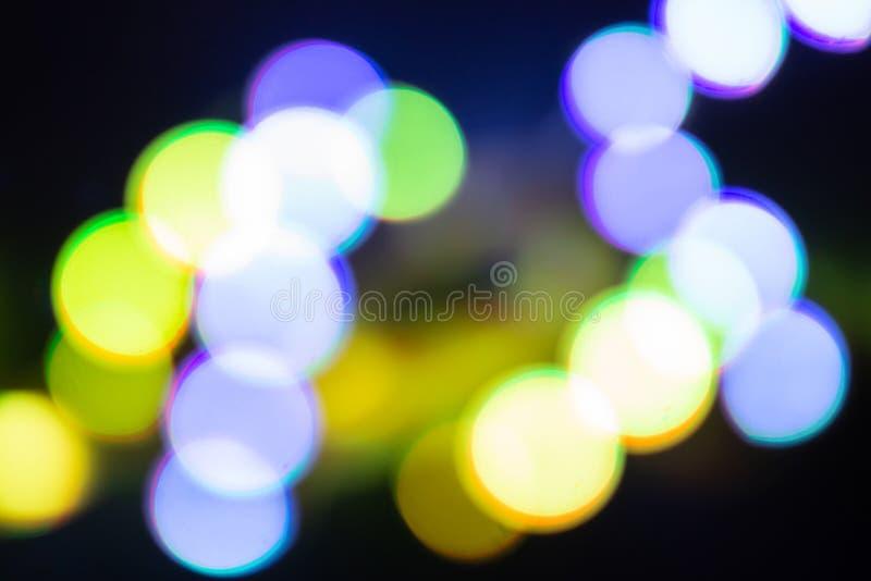 Duotone violett och guld- abstraktion av oskarpa neonljus Abstrakt festlig bakgrund i retro färger arkivfoton