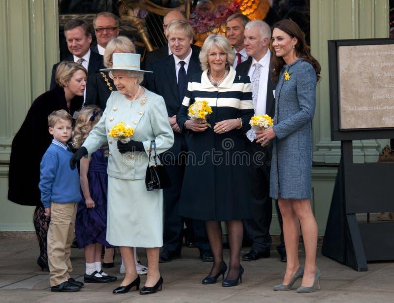 DUQUESA CORNUALHA, RAINHA ELIZABETH II, DUQUESA CAMBRIDGE fotos de stock royalty free