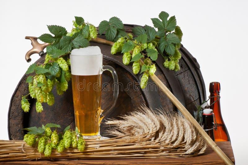 Durée toujours avec de la bière photographie stock libre de droits