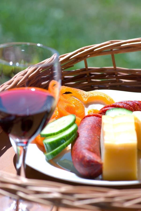 Durée toujours avec la nourriture et le vin photographie stock