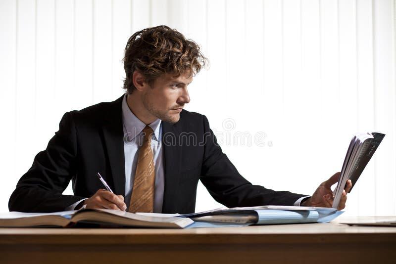 Duramente no homem de negócios do trabalho fotos de stock
