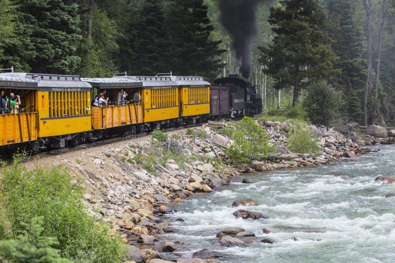 Durango et machine à vapeur de chemin de fer de mesure étroite de Silverton voyage le long des Animas rivière, le Colorado, Etats photos stock