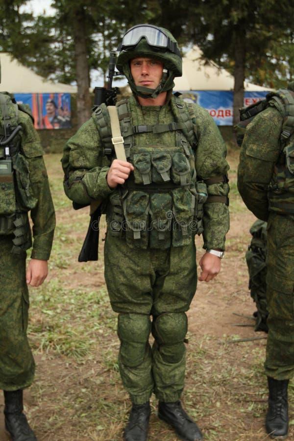 Durante exercícios de cargo de comando com divisão aerotransportada de 98 protetores do th na região de Kostroma imagem de stock royalty free