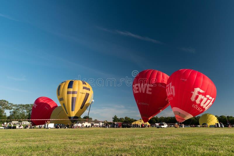 Durante il Kieler Woche 2019 mongolfiere decollano alla vela di pallone internazionale di Willer fotografia stock