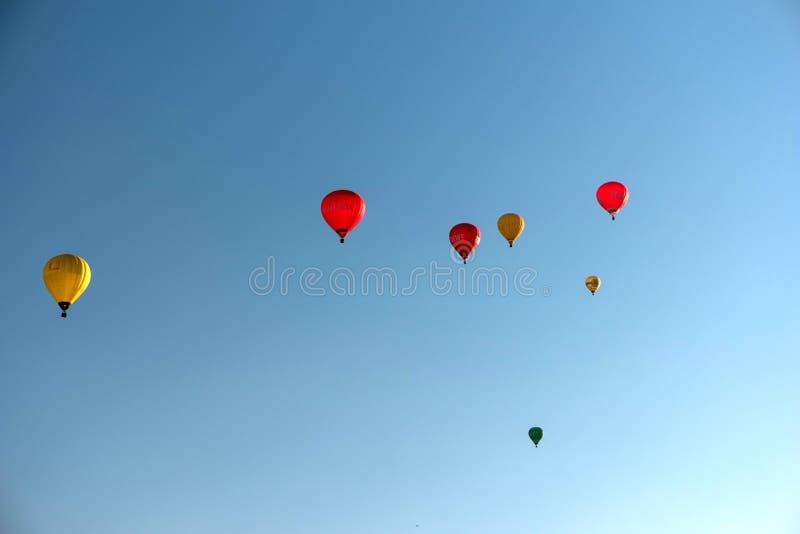 Durante il Kieler Woche 2019 mongolfiere decollano alla vela di pallone internazionale di Willer immagine stock libera da diritti