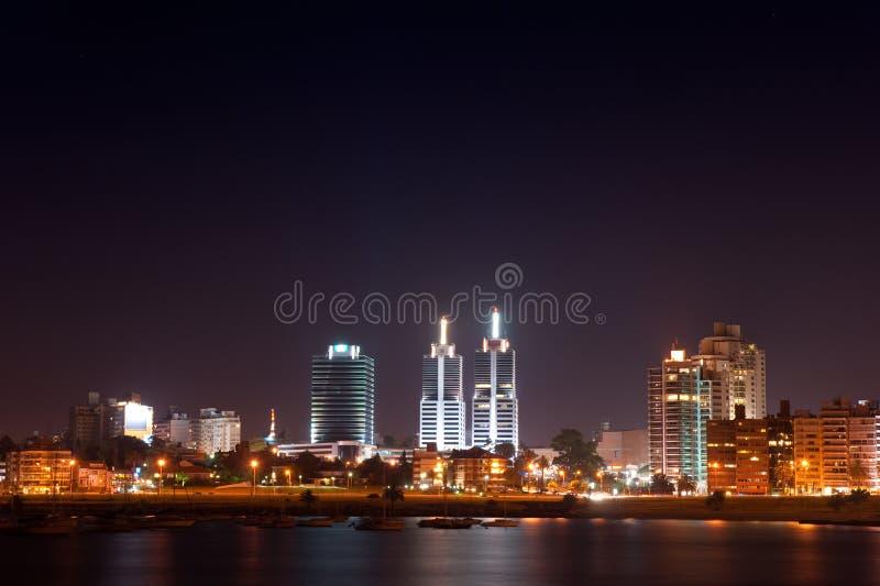 Durata di notte della città di Montevideo immagine stock libera da diritti