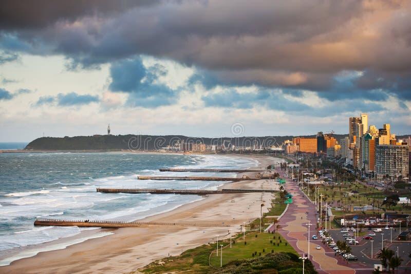 Durban Suráfrica frente al mar imagen de archivo