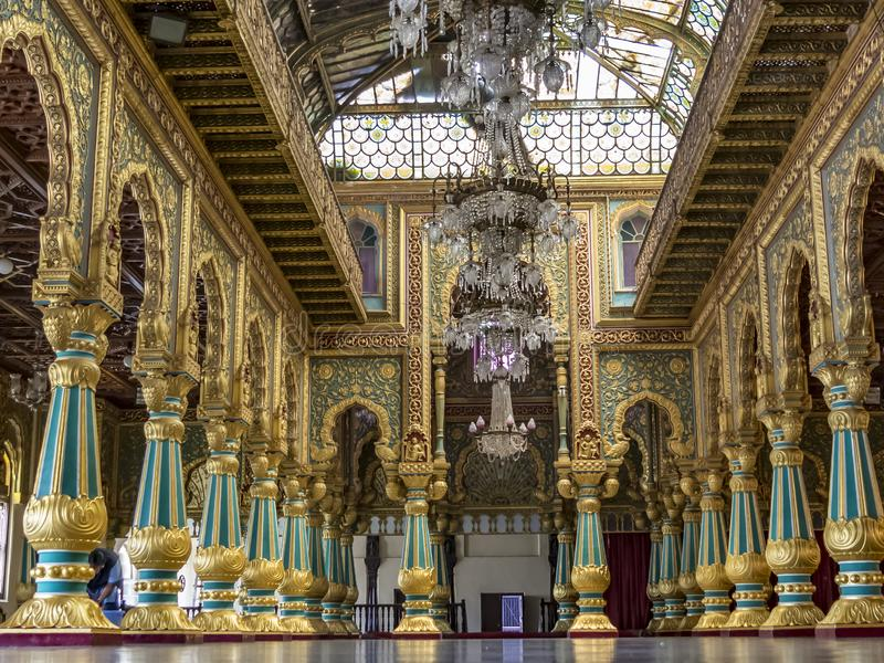 Durbar Hall inom den Mysore slotten royaltyfria foton