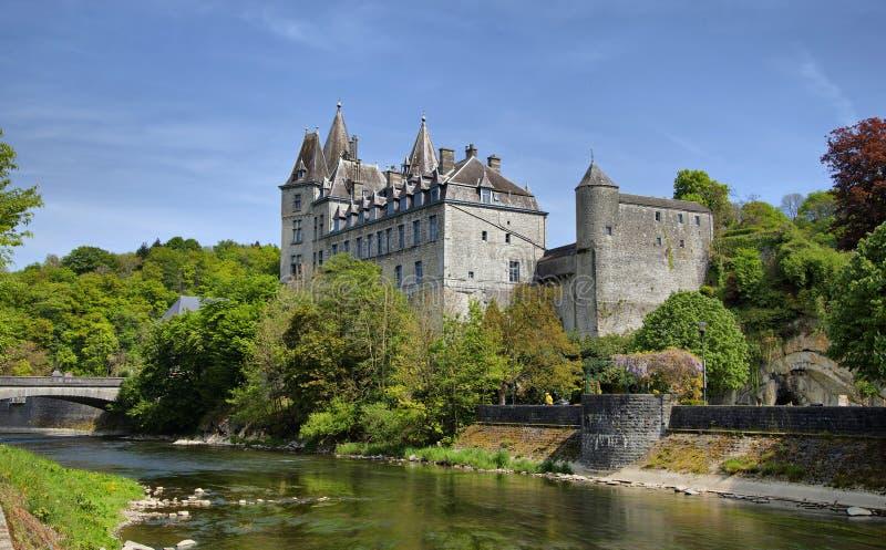 Durbuy Castle και ποταμός Ourthe στοκ εικόνες