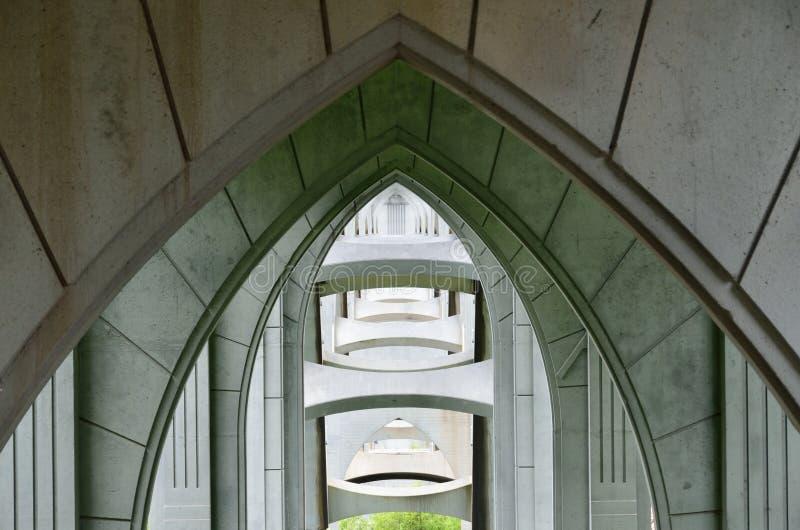 Durch Bögen unter McCullough-Brücke schauen, Nordbiegung, Oregon lizenzfreie stockbilder