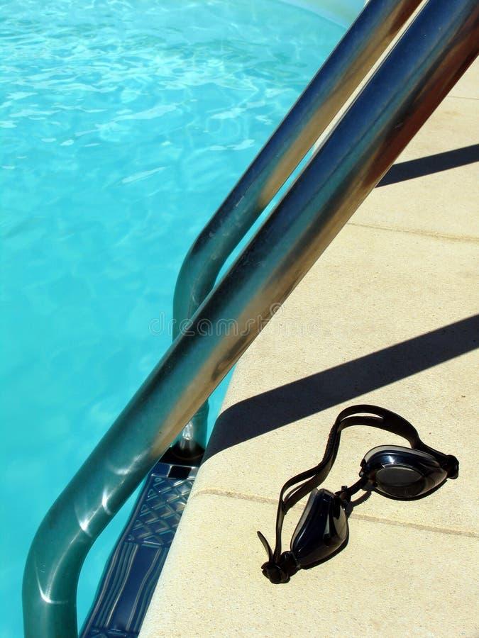 Durch das Pool 1 stockbild