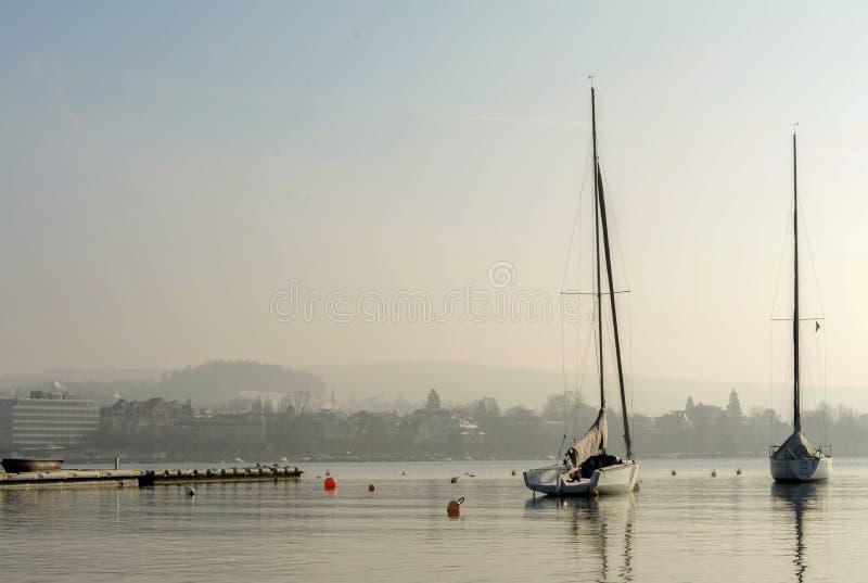 Durch den See lizenzfreie stockfotos