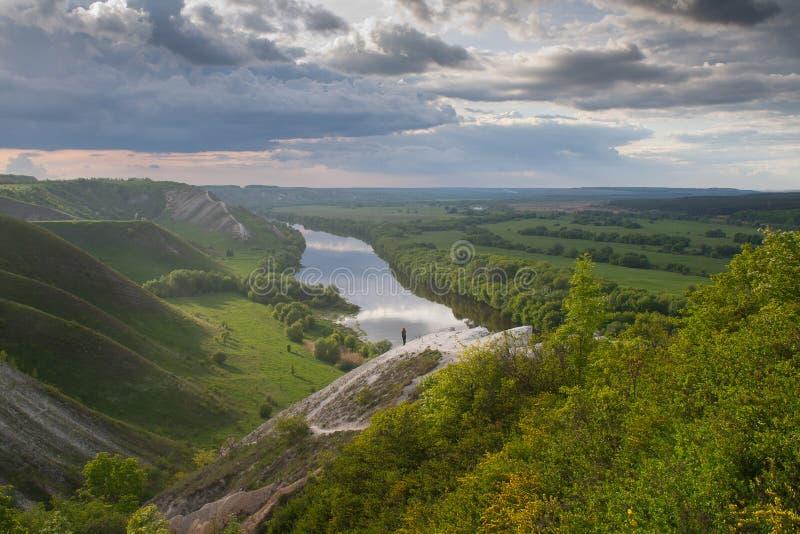 Durch die Seite des Flusses stockbild