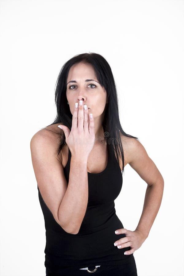 Durchbrennenküsse der Frau zur Kamera lizenzfreies stockfoto