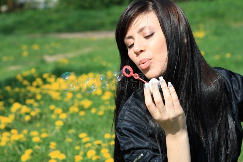 Durchbrennenluftblasen der Frau lizenzfreie stockbilder
