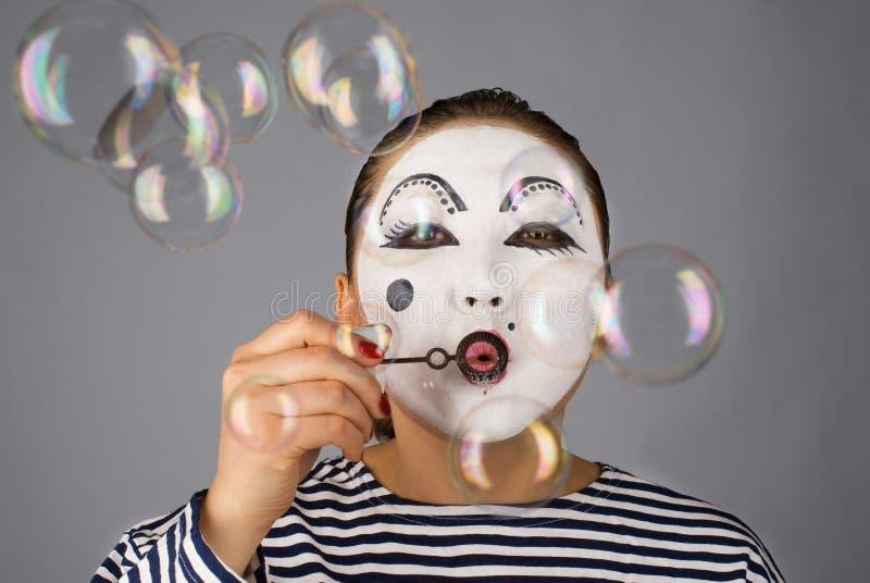 Durchbrennenluftblasen des Pantomimeportraits stockfotos