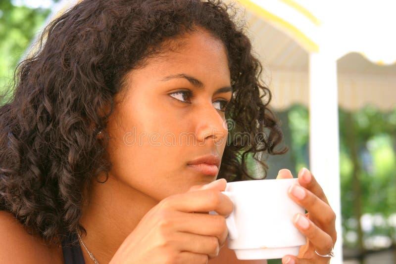 Durchdachte Brasilianische Frau Stockfoto