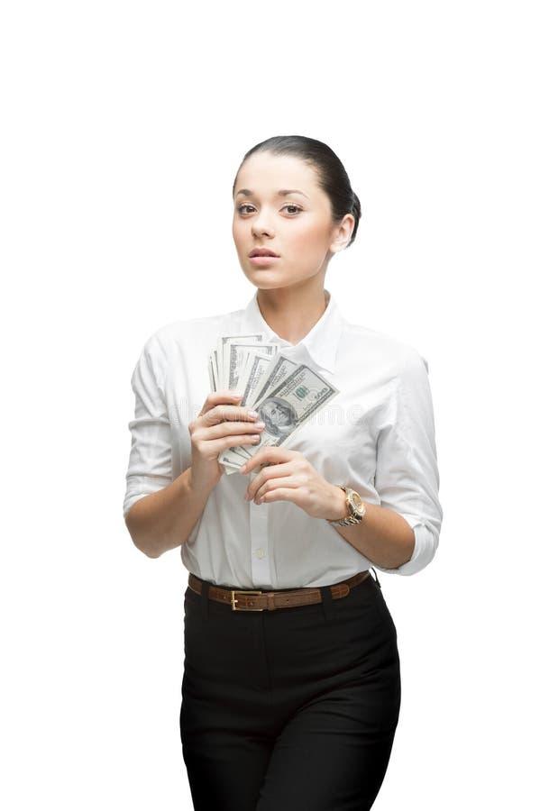 Durchdachte Geschäftsfrau, die Geld anhält lizenzfreie stockfotos