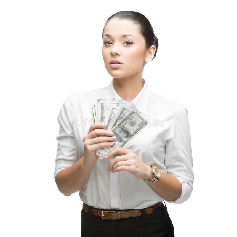 Durchdachte Geschäftsfrau, die Geld anhält stockfotografie
