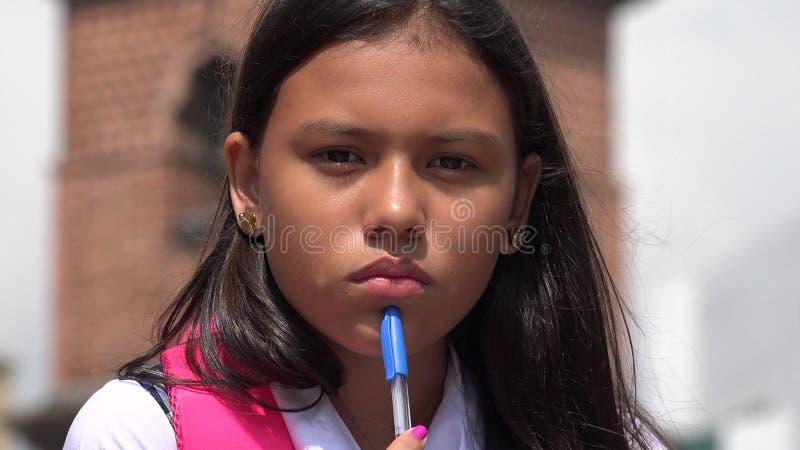 Durchdachte hispanische Studentin lizenzfreie stockbilder