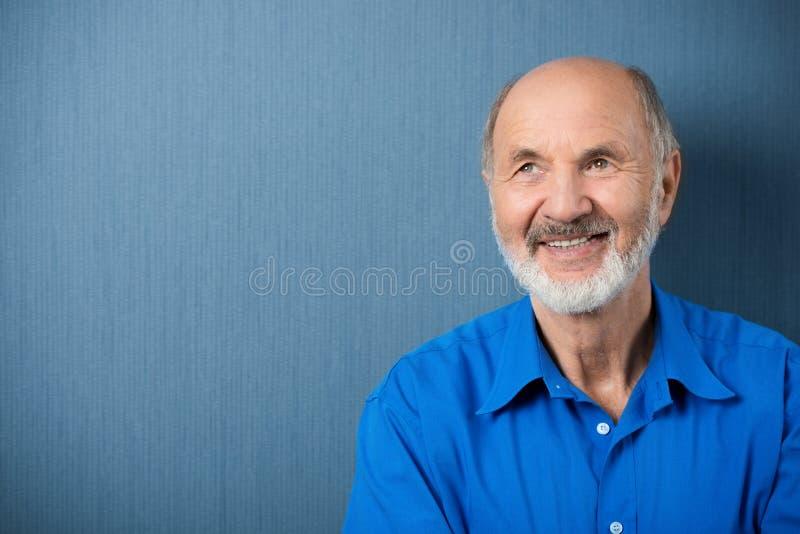Durchdachter älterer träumender Mann stockbilder