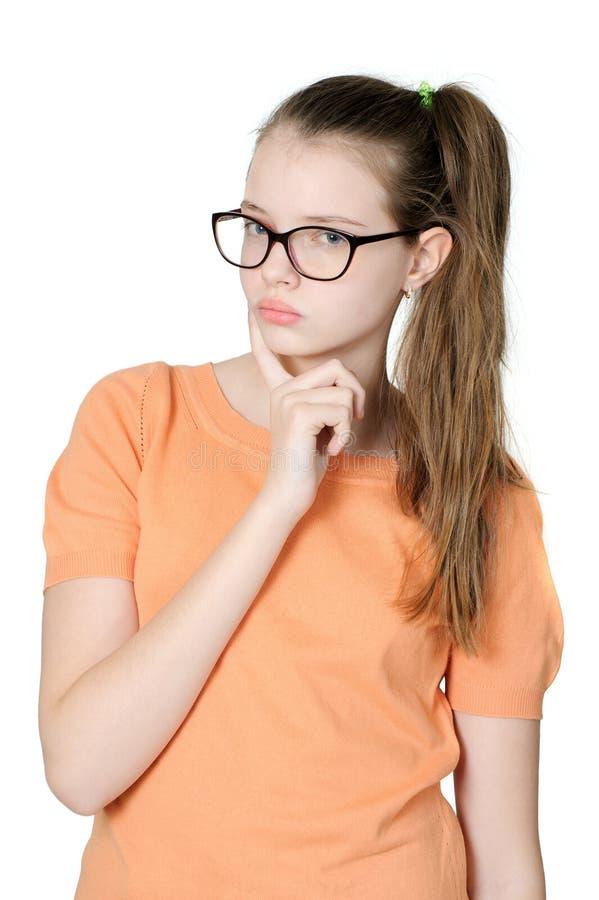 Durchdachtes entzückendes jugendlich Mädchen auf weißem Hintergrund stockbild