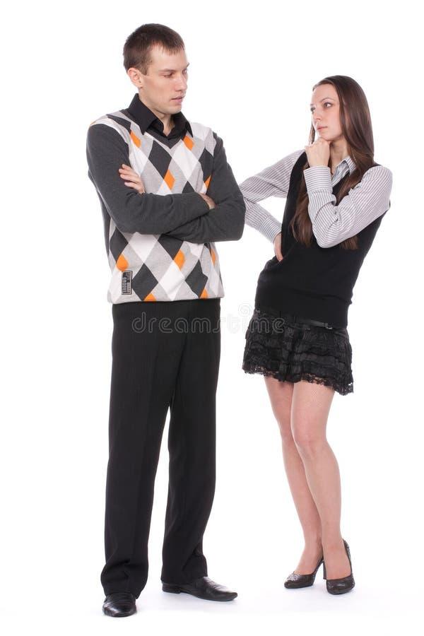 Durchdachtes Mädchen und junger Mann stockfoto