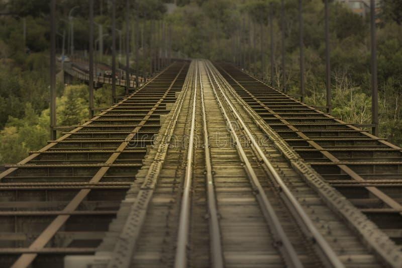 Durchfahrt-Bahnstrecke lizenzfreie stockfotos