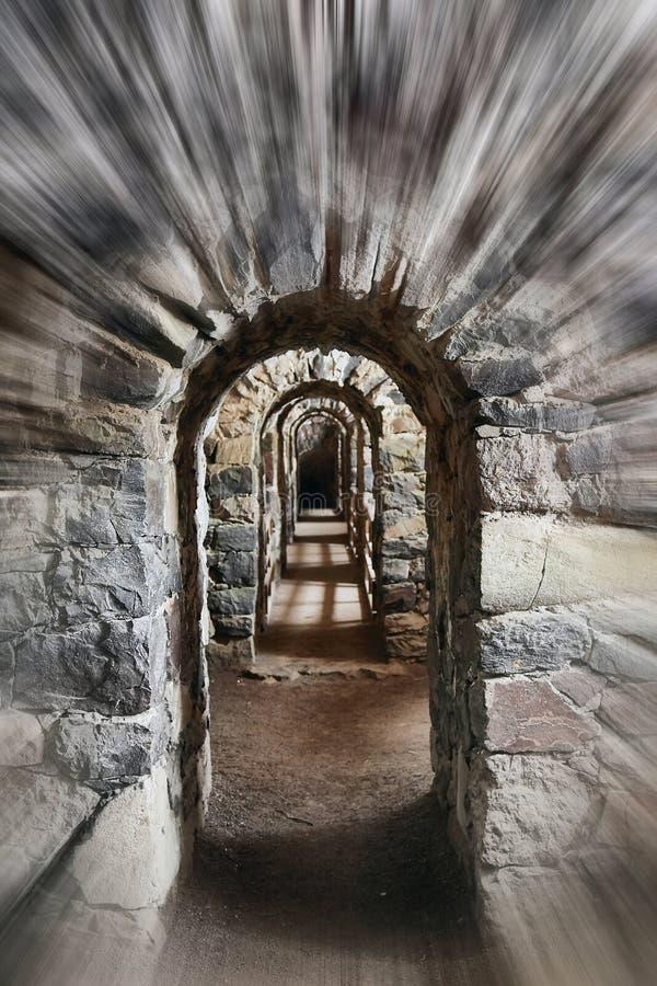 Durchgang eines alten Schlosses lizenzfreie stockbilder
