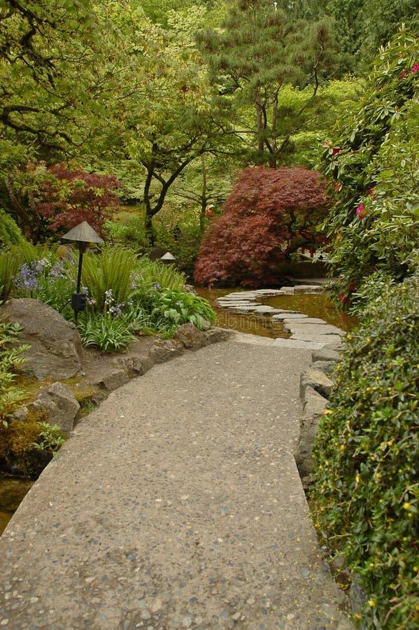 Durchgang im japanischen Garten stockfoto