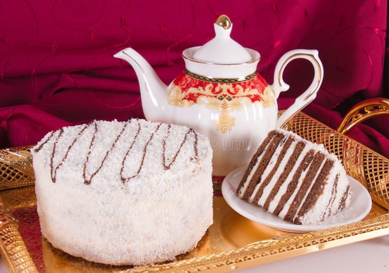 Durcissez avec des tartes sablées de chocolat et un saupoudrage de noix de coco photo libre de droits