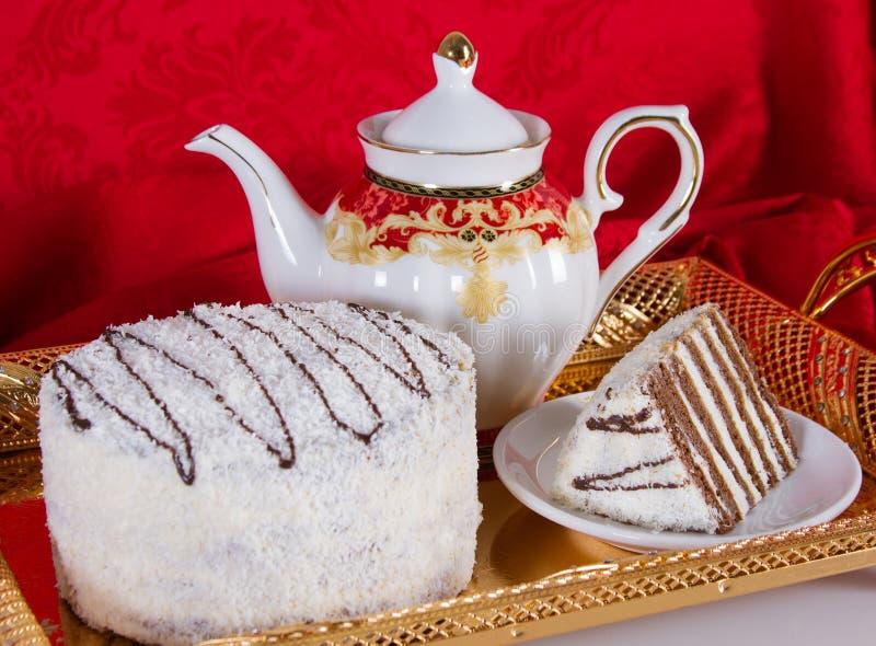 Durcissez avec des tartes sablées de chocolat et un saupoudrage de noix de coco photographie stock libre de droits