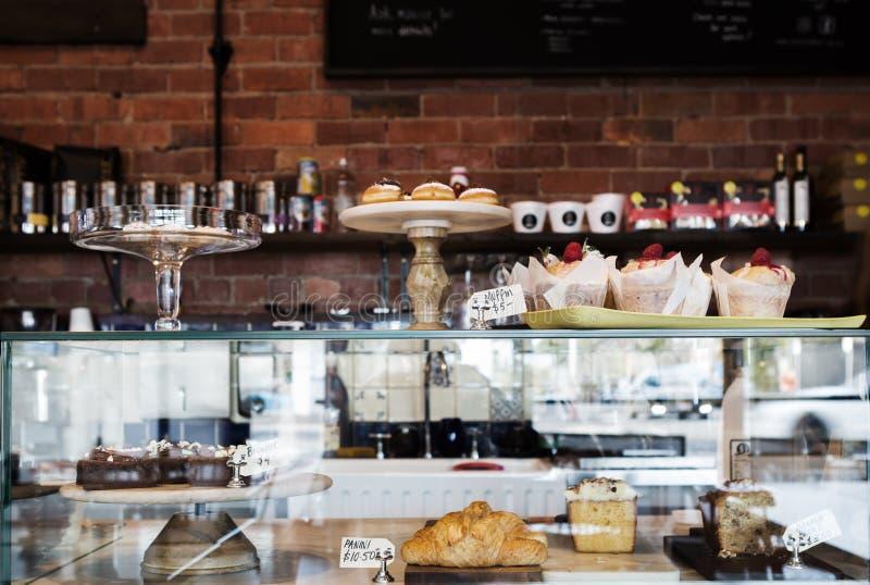 Download Durcissez La Vitrine En Café De Melbourne Avec Le Mur Rustique Image stock - Image du banane, rustique: 77163611